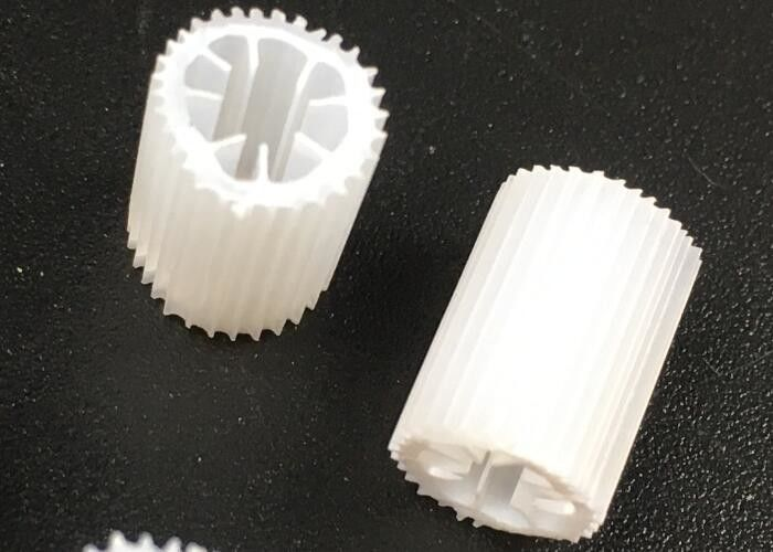 MBBR HIPS Material Plastic Filter Media With Size 5mm X 10mm And White Color